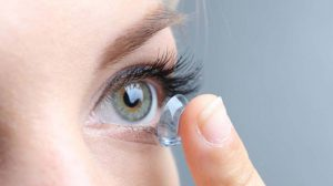 Kontaktlinsen und Make-up: Sicherheit, Kosmetik, Schminktechniken